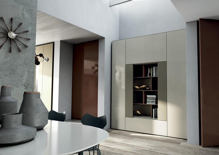 Libreria roomy con mensole e ante laterali by caccaro for Arredamenti marche